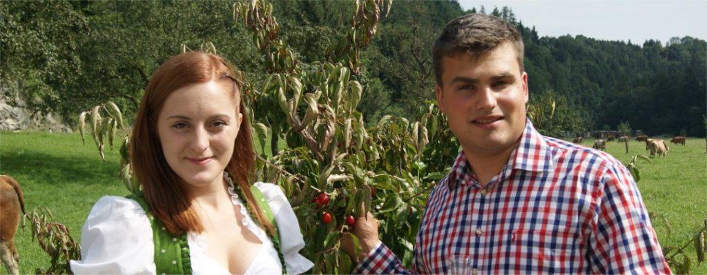 Johanna und Michael Gonaus mit der Dirndlstaude